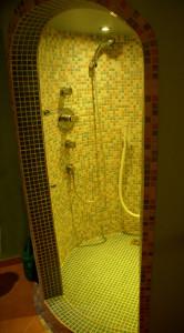 Dusche im Wellnessraum
